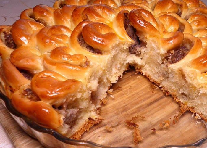 Пирог с мясом и сыром Хризантема