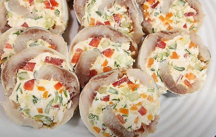 рулеты из сельди с сыром и овощами